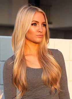 Длинные сексуальные волосы парикмахер